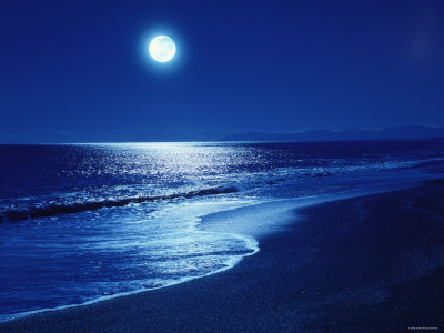 full-moon-over-the-sea
